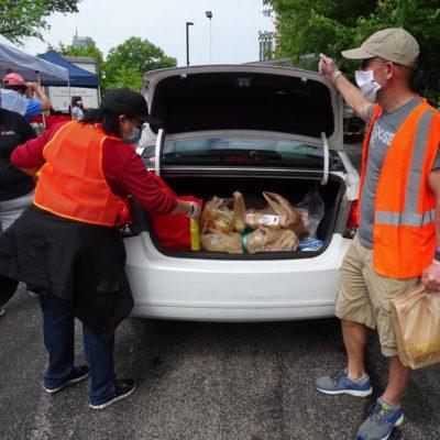 Volunteers donating food